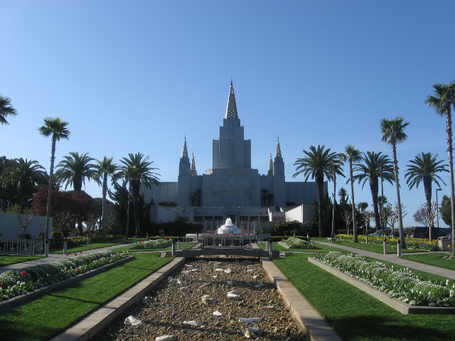 The Oakland temple on a beautfiul spring morning